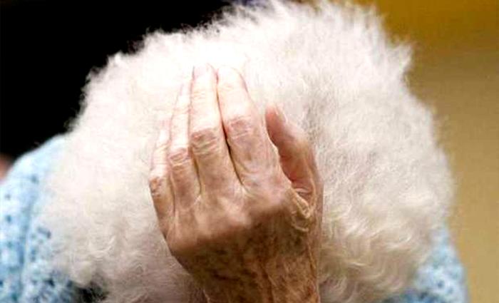 Anziani, Berlusconi non è l'unico orrore delle case di riposo