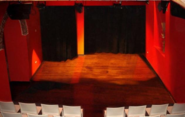 «Ecce dominae!» A Roma il teatro si tinge di viola