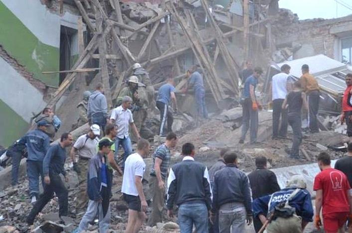 Ucraina, due missili disintegrano un palazzo 5 piani (video)
