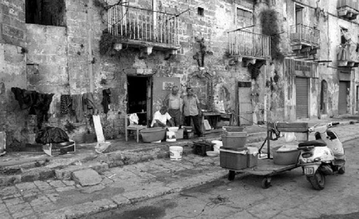 Taranto: non solo Ilva. Viaggio nel centro storico abbandonato