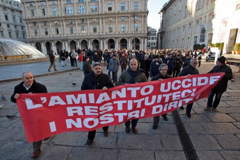 Il killer è l'amianto ma a Genova processano gli operai
