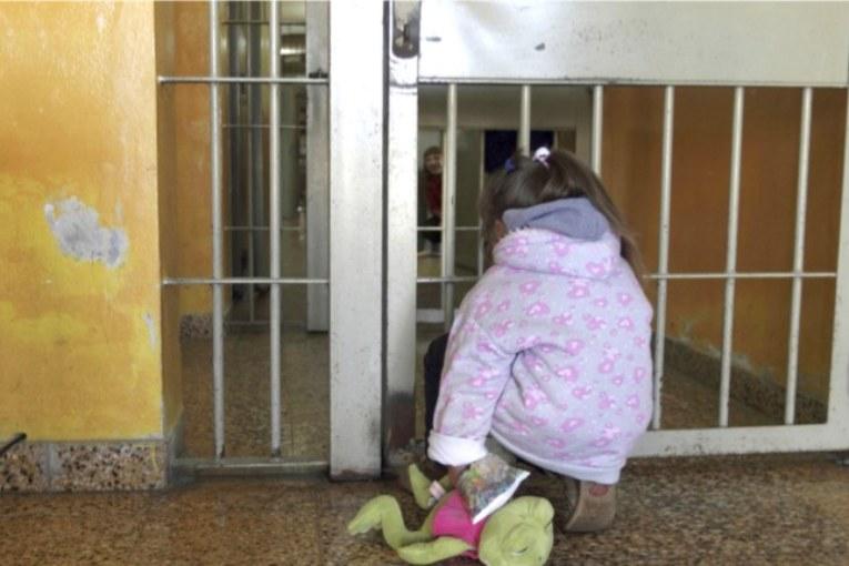 Centomila bambini dietro le sbarre