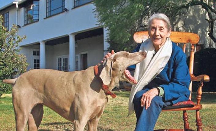 Con Mandela sempre vicino agli ultimi,  è morta Nadine Gordimer