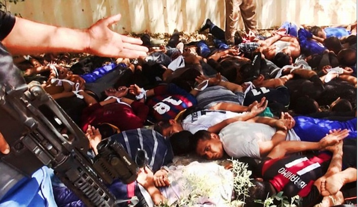 Cadaveri di soldati iracheni ammassati all'interno di un magazzino. Si calcola che siano stati giustiziati quasi duemila prigionieri.