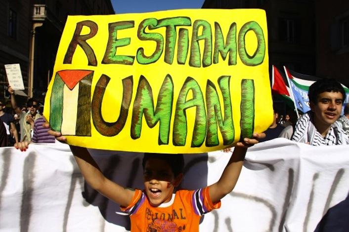 «Restiamo umani». La frase simbolo di Vittorio Arrigoni.