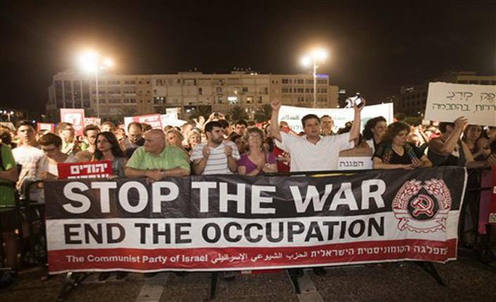 Israeliani contro la guerra. Manifestazione ieri sera a Tel Aviv