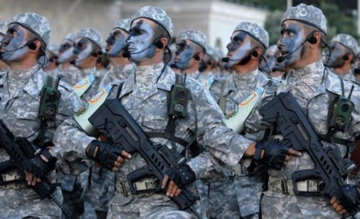Forze di sicurezza israeliane in parata