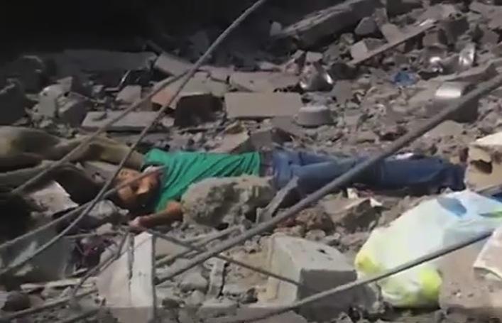 Nella Gaza devastata ecco come muore un ragazzo palestinese (video)