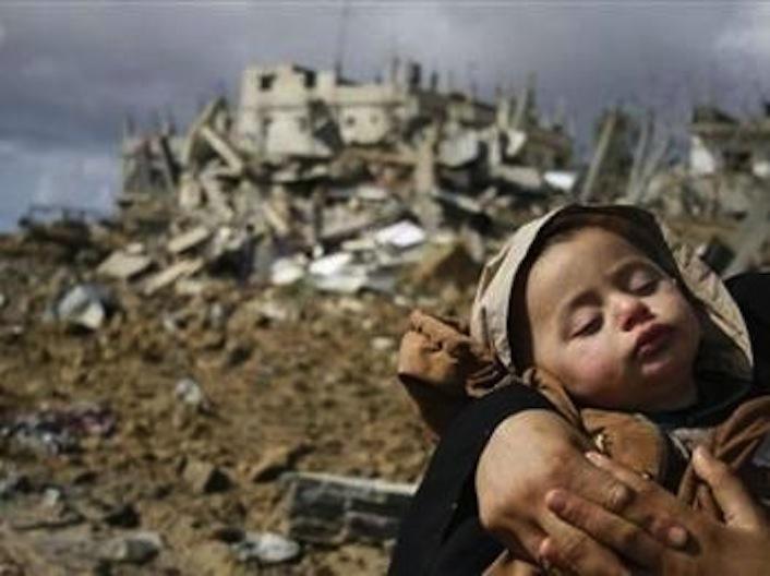 Uno dei tanti bambini vittime dei bombardamenti israeliani di Gaza.