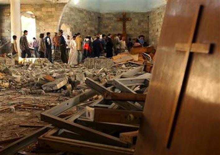 Una chiesa nel nord dell'Iraq devastata dalla furia dell'Isis.