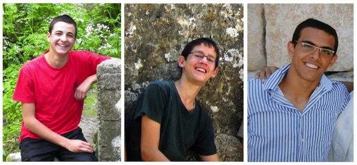 """I tre ragazzi israeliani sequestrati e poi uccisi: da sinistra, Gilad Shaar (sedici anni) della colonia di Talmon, Naftali Frenkel (sedici) del villaggio di Nof Ayalon sulla """"linea verde"""" ed Elad Yifrach (diciannove) di Elad, nei pressi di Petah Tikva. Il ritrovamento dei loro cadaveri ha fatto scattare la rappresaglia israeliana su Gaza."""