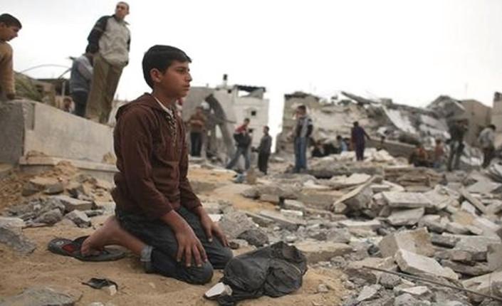 gaza preghiera tra le rovine
