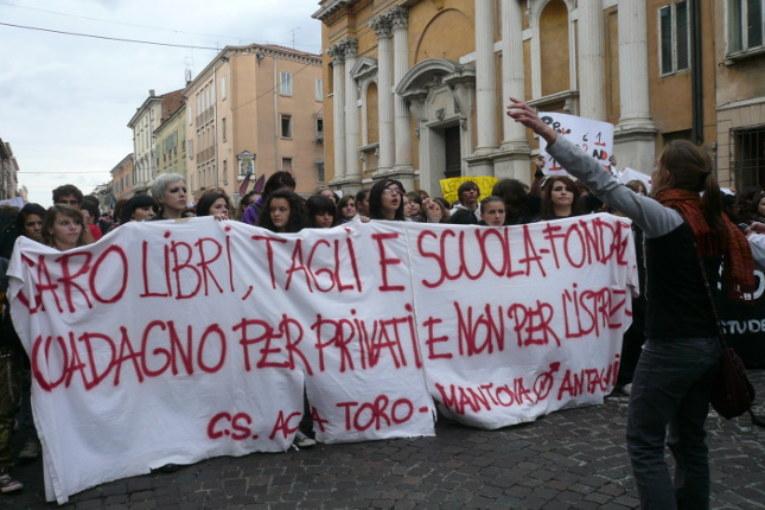 Studenti in piazza il 10 ottobre: istruzione gratuita, welfare, no jobs act