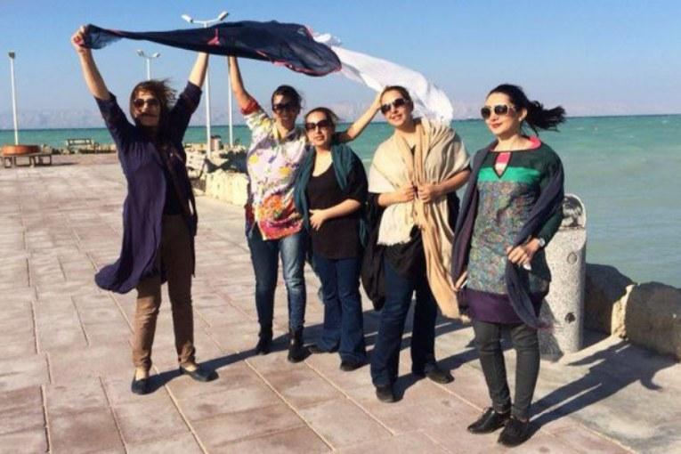 Senza velo, la libertà clandestina delle donne iraniane