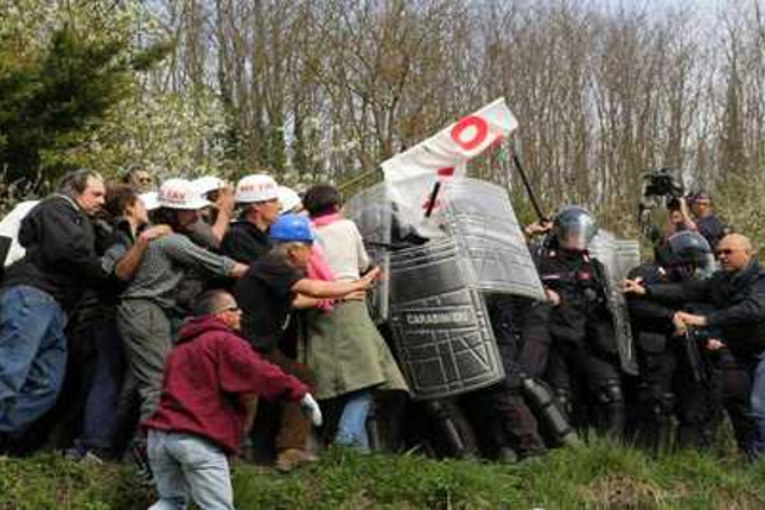 No Tav Terzo Valico: scontri e feriti nei boschi dell'alessandrino (video)