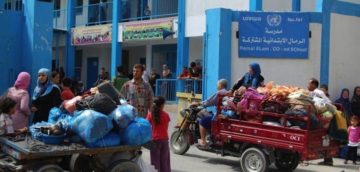 L'esterno della scuola prima del bombardamento israeliano. Era stata trasformata dall'Onu in rifugio per gli sfollati.