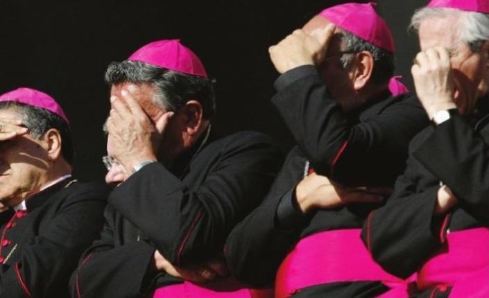Australia, il vescovo-militare Max Davis accusato di pedofilia