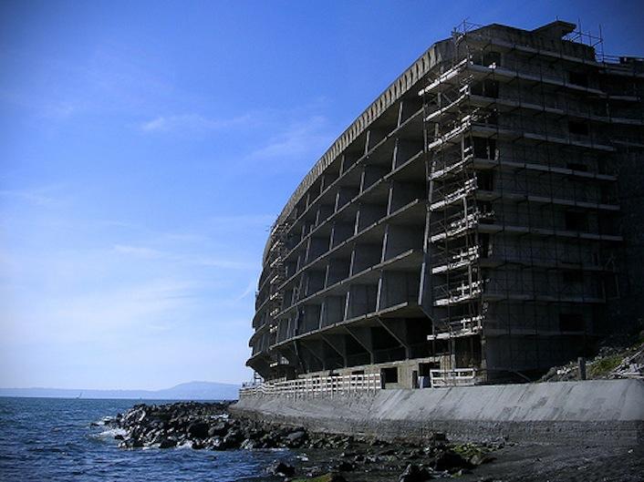 Ecomostro e Torre del Greco, in provincia di Napoli.