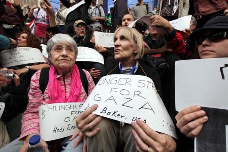 Protestava per Brown, fermata pacifista ebrea novantenne