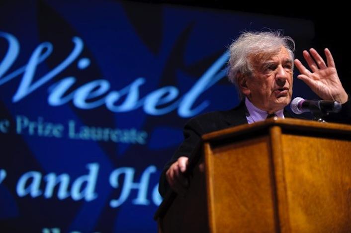 Lo scrittore statunitense Elie Wiesel è uno dei sopravvissuti all'Olocausto (Auschwitz, Buna e Buchenwald). Nel 1986 è stato insignito del premio Nobel per la Pace, in quanto definito «messaggero dell'umanità».