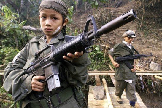 Children from the Karen National Union (KNU) insur