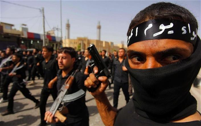 Miliziani dell'Esercito islamico dell'Iraq e del Levante (Isil) responsabili di massacri, sgozzamenti, crocifissioni e stupri ai danni del milione e mezzo di cristiani iracheni.