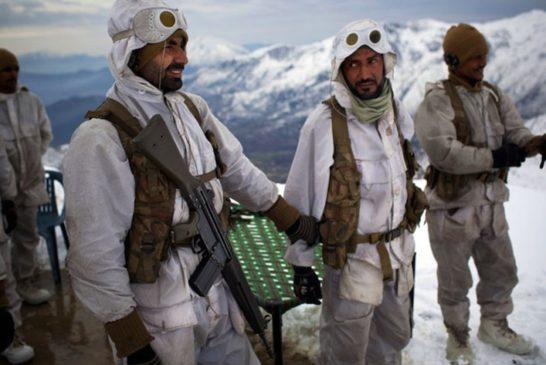 Siachen-Glacier-is-located-in-the-eastern-Karakoram-range-in-the-Himalaya-Mountains-pakistan-army-soldier-troop-5