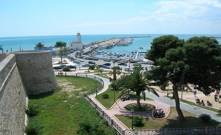 Veduta del porto di Manfredonia.