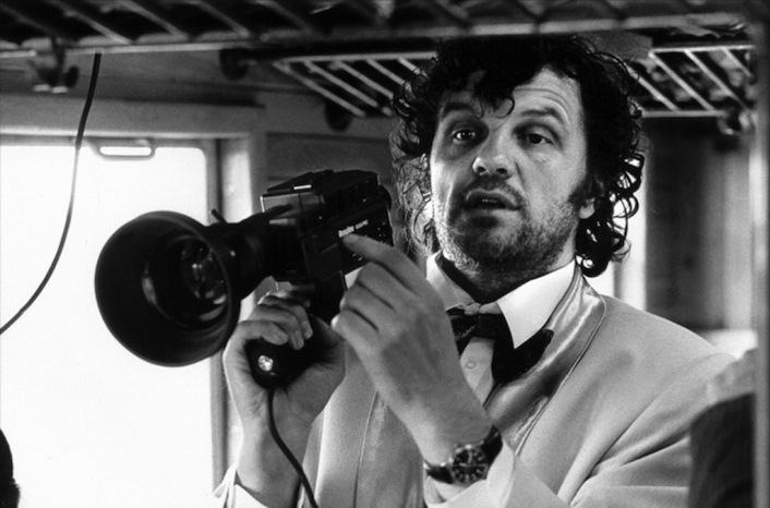 Emir Kusturica è nato in Bosnia, ma dopo la guerra ha deciso di essere naturalizzato serbo. Nel corso della sua carriera ha vinto due volte la Palma d'oro a Cannes e una volta il Leone d'oro a Venezia. Inoltre, è stato candidato una volta all'Oscar.