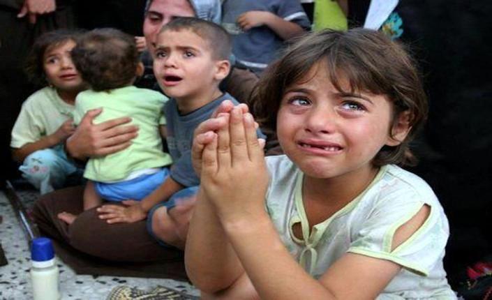 Gaza: bambine e bambini in un rifugio Unrwa