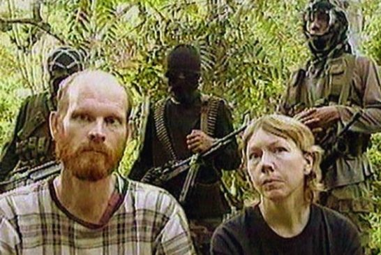 martin-and-gracia-burnham-with-abu-sayyaf-captors