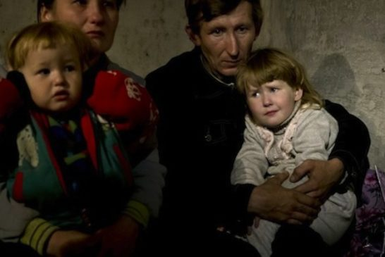 pc-140603-ukraine-bomb-shelter-01-jsw-1015a_3bf92a2fcf01e288096f2ac65c99e557-890x395