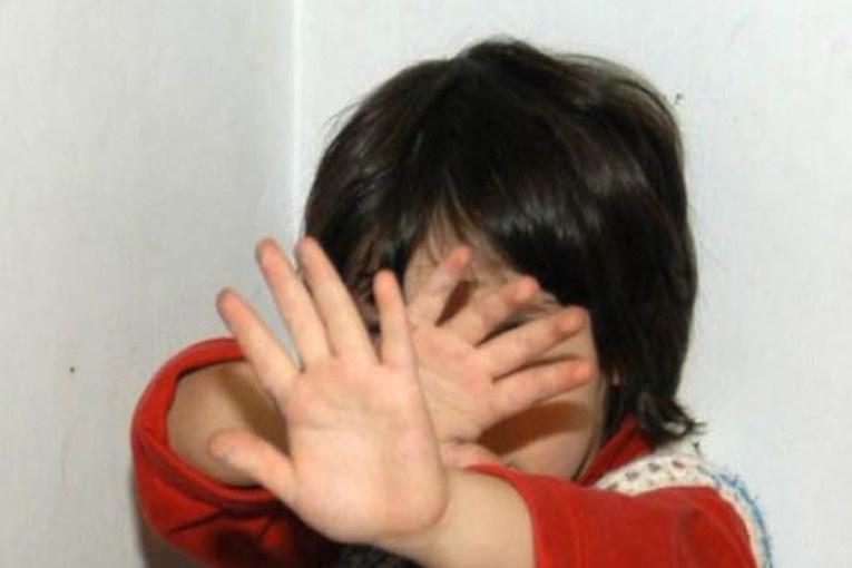 Bimbi abusati e torturati, la pedofilia dilaga in Italia
