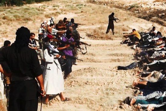 Iraq, le immagini di esecuzione di massa dell'Isil
