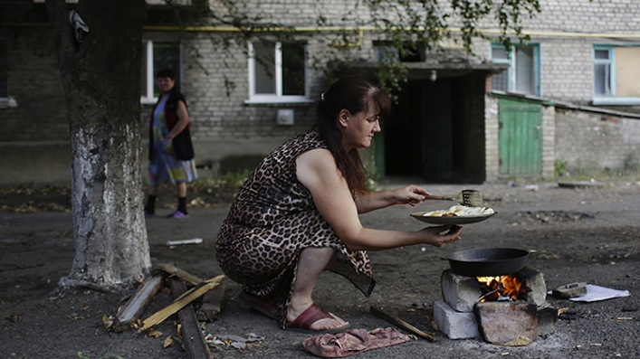 Vivere nella Lugansk assediata, dove il nulla e le bombe sono quotidianità