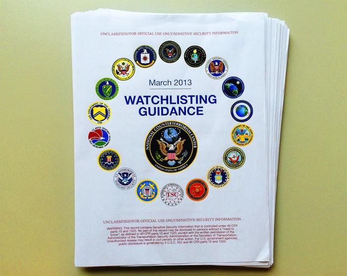La copertina del manuale che contiene le direttive segrete della Casa Bianca.