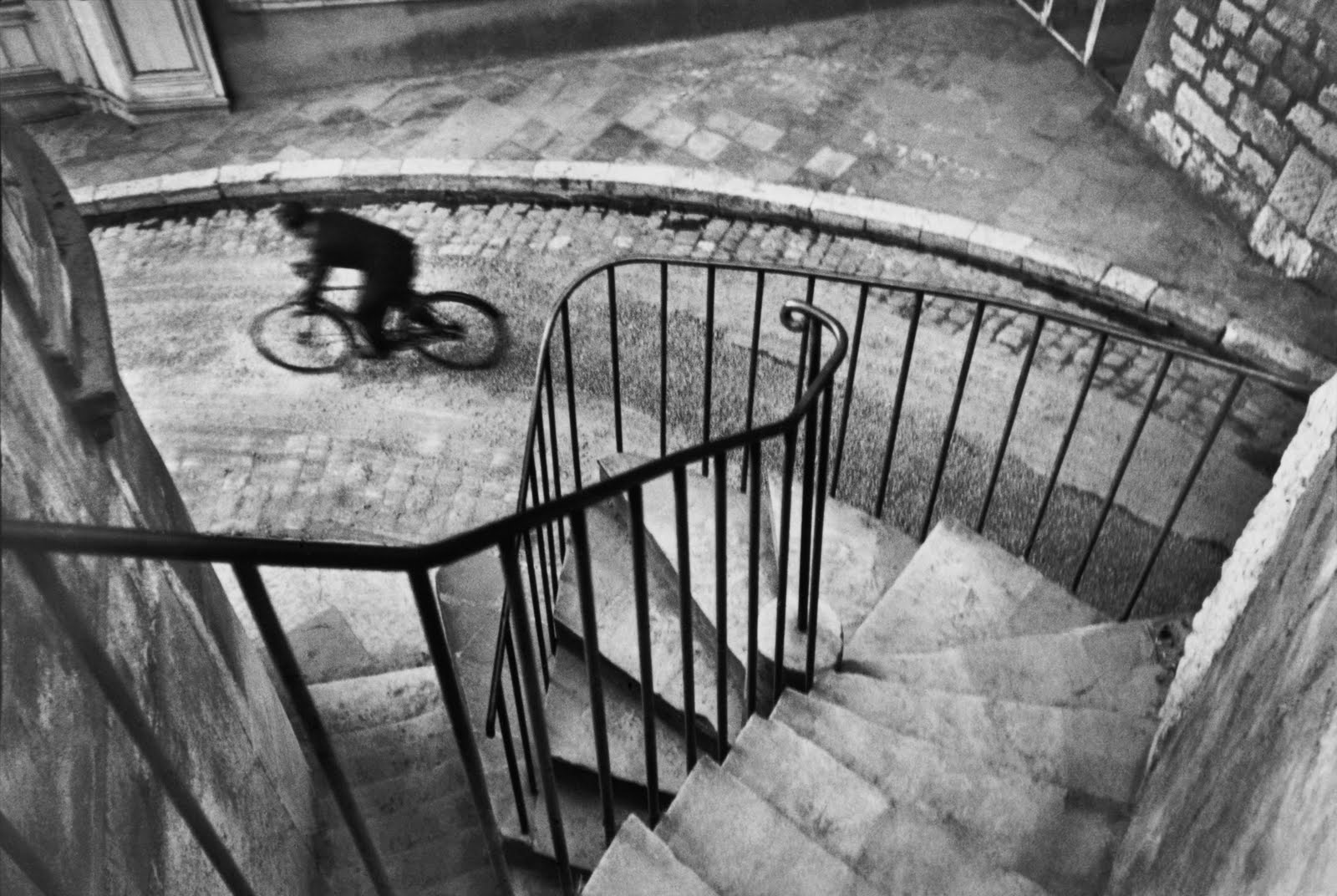 1 henri-cartier-bresson-hyeres-france-1932-bicycle-blur-spiral-staircase