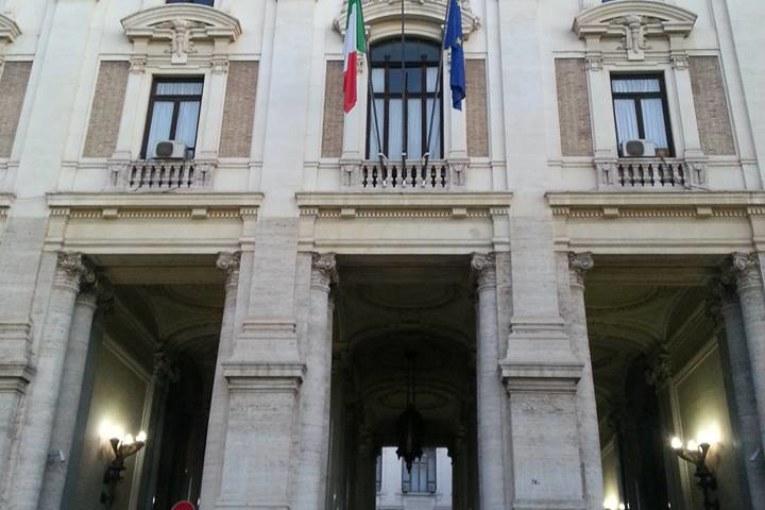 Renzi, l'unica #scuolabuona è quella privata