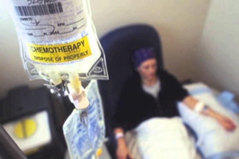 Big Pharma ignora cure per il cancro perché poco redditizie
