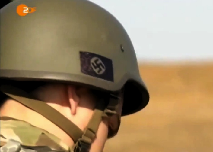 Ucraina/Paramilitari indossano elmetti con l'emblema delle Ss (video)