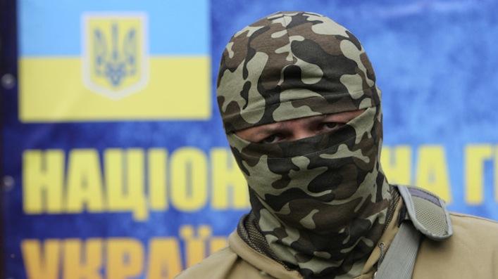 Ucraina/Capo battaglione nazi: «Ci addestrano e ci armano gli Usa».