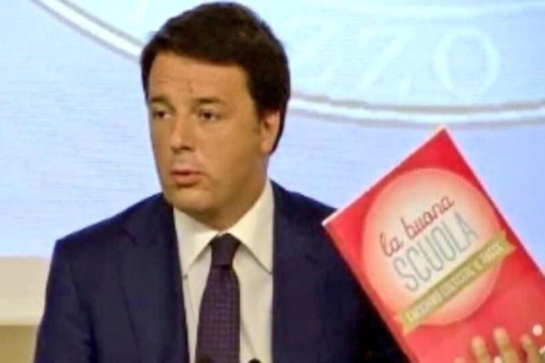 Sarà professore chi ha soldi e tempo, l'ingannevole «Buona scuola» di Renzi