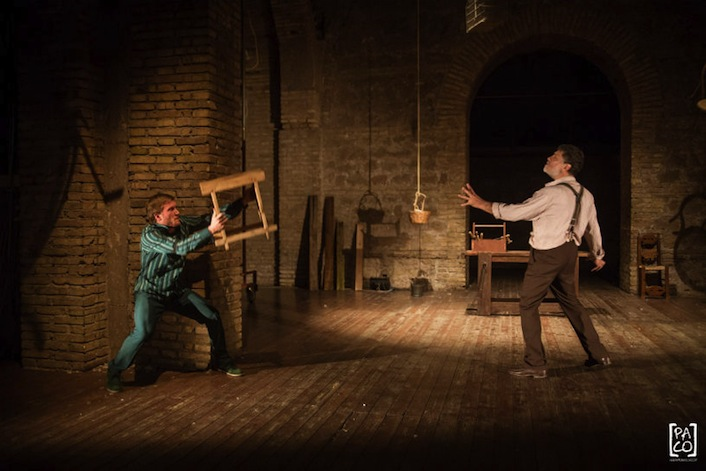 Il Grillo parlante (Lorenzo Grilli) affronta Pinocchio (Carlo Valli).