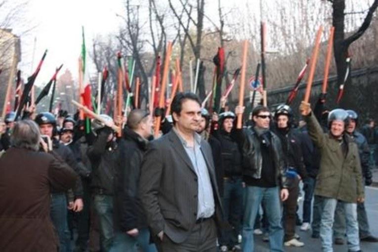 Antifascismo, anche Loach e Chomsky con Turigliatto