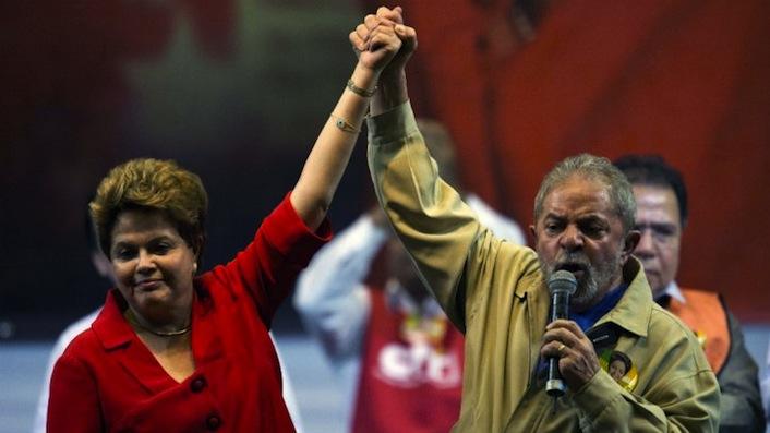 La presidente Dilma Rousseff insieme al suo predecessore Luiz Iniacio Lula da Silva. La Rousseff è stata rieletta anche grazie alla partecipazione alla campagna elettorale da parte di Lula, tuttora popolarissimo in Brasile.
