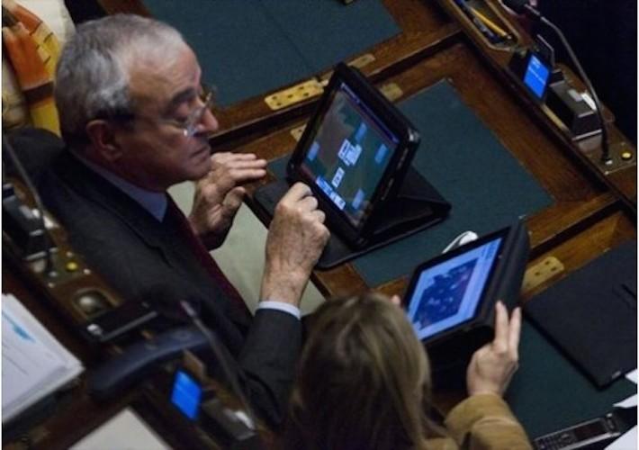 Palazzo chigi sta esautorando il parlamento ne volete una for Numero parlamentari italiani