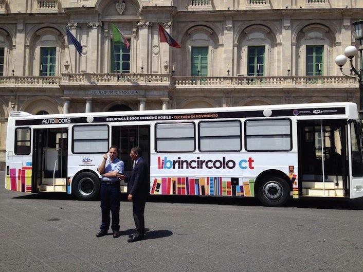 A Catania i libri prendono l'autobus