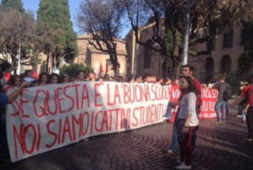 Studenti e insegnanti in piazza contro il Piano Renzi