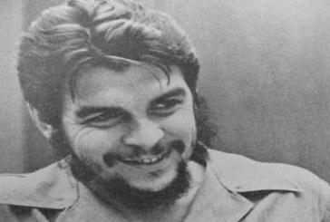 """Il poeta Julio Cortázar e il suo dolore senza parole per la morte del """"Che"""""""