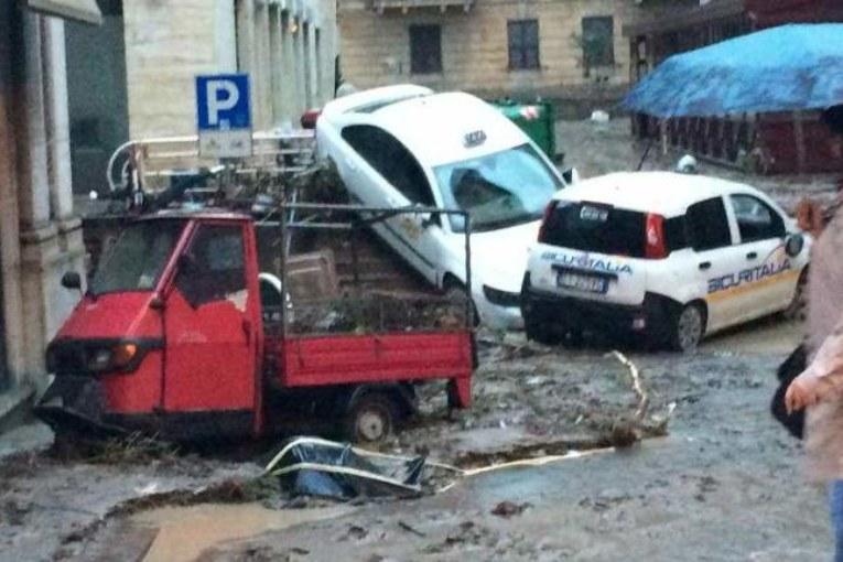 Bomba d'acqua su Genova lanciata da chi non ha cura della città